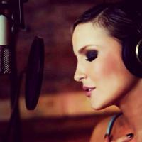 Claudia Leitte assina para gravar CD com a RocNation, gravadora de Jay-Z!