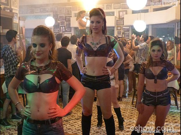 """Em """"Malhação"""", Micaela (Laís Pinho) vai fazer sua primeira apresentação com as Miquetes!"""