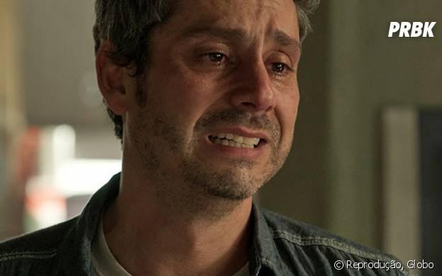 """Novela """"A Regra do Jogo"""": Romero (Alexandre Nero) tenta se explicar para Dante (Marco Pigossi), mas é humilhado pelo próprio filho!"""