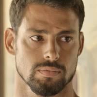 """Novela """"A Regra do Jogo"""": Juliano (Cauã Reymond) descobre que Tóia está grávida de Romero"""