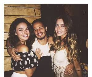 Isis Valverde e Giovanna Lancellotti curtiram com Bruno Gissoni e outros amigos
