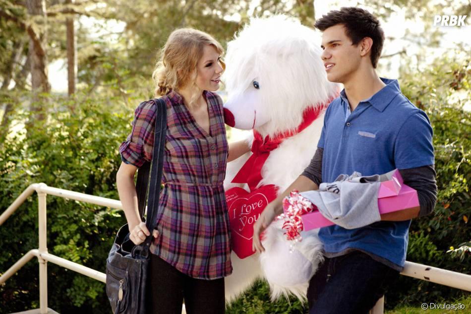 """Taylor Lautner namorou Taylor Swift em 2010 e até participaram juntos do filme """"Valentine's Day"""""""