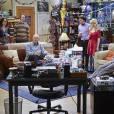 """Em """"The Big Bang Theory"""", Sheldon (Jim Parsons) é surpreendido por festa de aniversário no apartamento"""
