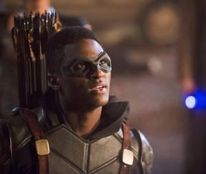 """Em """"Legends of Tomorrow"""",Connor Hawke ajuda Oliver (Stephen Amell) a lutar contra os criminosos"""