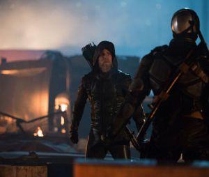 """Em """"Legends of Tomorrow"""", Oliver Queen aparece em 2046"""