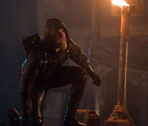 """Em """"Legends of Tomorrow"""", Oliver Queen, de """"Arrow"""", aparece anos mais velho na Star City!"""