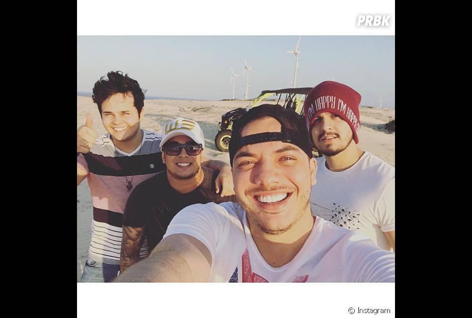Luan Santana também adora postar selfies com seus amigos!