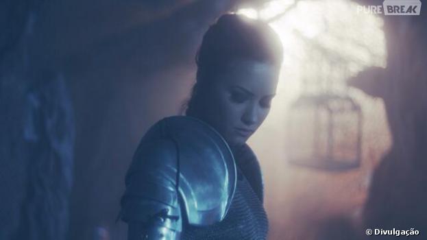"""Demi Lovato aparece como guerreira para a """"The Neon Lights Tour"""""""