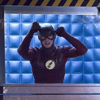 "Em ""The Flash"": na 2ª temporada, Barry (Grant Gustin) viaja no tempo e encontra grande inimigo!"