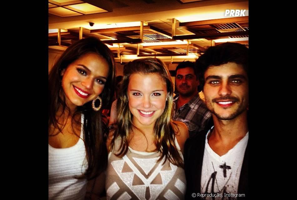 """Alice Wegmann divide cena na novela """"Em Família"""" com Bruna Marquezine e Guilherme Leicam!"""