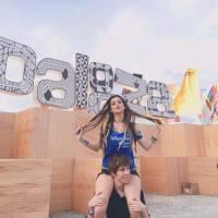 Nah Cardoso dança Justin Bieber no palco do Lollapalooza durante show do Jack Ü!