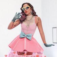 """Anitta canta """"Essa Mina é Louca"""" ao vivo para uma multidão e comemora sucesso do single no Twitter"""