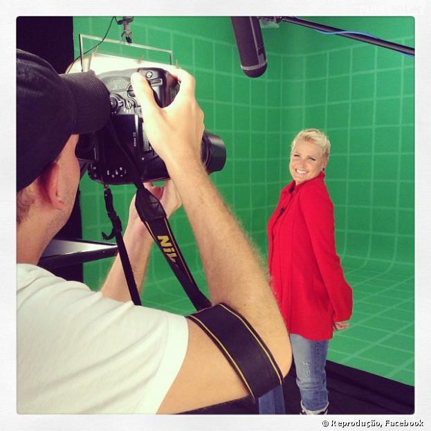 Xuxa grava vihetas para conteúdo de canal ago após se afastar da tv