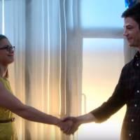 """Em """"The Flash"""" e """"Supergirl"""": Barry e Kara viram amigos de primeira em novo vídeo do crossover!"""