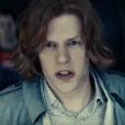 """Em """"Batman Vs Superman"""", cena delatada de Lex Luthor (Jesse Eisenberg) explica o final do personagem no filme!"""