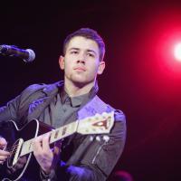 """Nick Jonas estrela a série """"Navy St"""" como um lutador de UFC"""