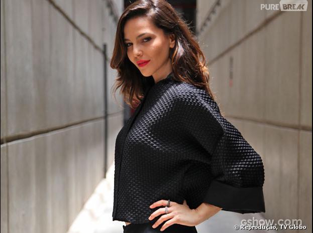 """Tainá Müller comenta papel na novela """"Em Família"""": """"Fiquei muito feliz. A Marina é uma personagem importante e estou com gana"""""""