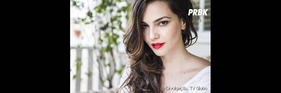 Marina, personagem de Tainá Müller, é uma assistente de fotógrafa que se relaciona com Clara (Giovanna Antonelli)