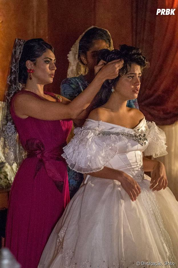 """Novela """"Velho Chico"""": Tereza (Julia Dalavia) se desespera no dia do casamento com Carlos Eduardo (Rafael Vitti)"""