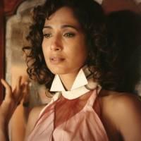 """Em """"Velho Chico"""", Tereza (Camila Pitanga) dá fora em Santo após beijo: """"É tarde demais para nós"""""""