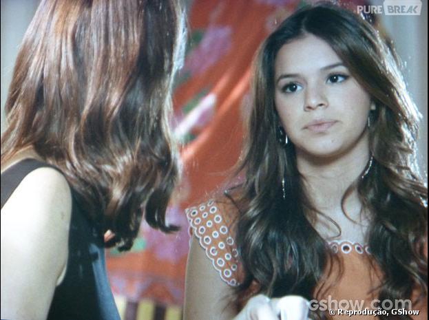 """Na trama de """"Em Família"""", Helena (Julia Lemmertz) e Luiza (Bruna Marquezine) discutem sobre Shirley(Vivianne Pasmanter)"""