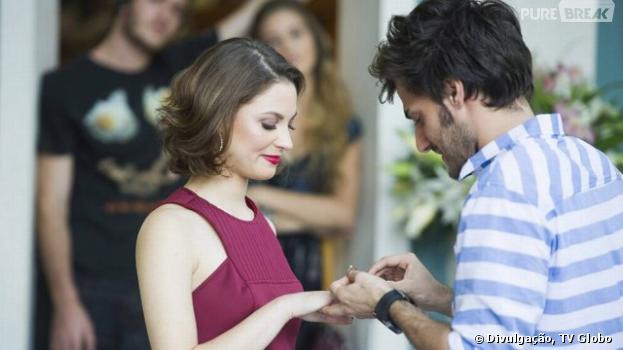 """Em """"Malhação"""", Micaela (Laís Pinho) e Martin (Hugo Bonemer) vão anunciar seu noivado para a galera!"""