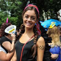 Sophie Charlotte e Humberto Carrão curtem bloco de Carnaval no Rio de Janeiro
