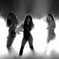 "Fifth Harmony faz primeira performance de ""All In My Head (Flex)"", segundo single do álbum ""7/27"""