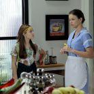 """Em """"Cúmplices de um Resgate"""": Isabela (Larissa Manoela) e Manuela têm segredo descoberto por Laura"""