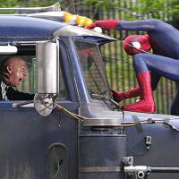Homem-Aranha persegue Rino pelas ruas de Nova York em clipe de novo filme
