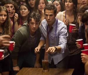"""Miles Teller em cena de """"Finalmente 18"""""""