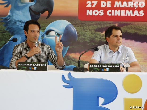 """Rodrigo Santoro e o diretor Carlos Saldanha durante a coletiva de """"Rio 2"""""""