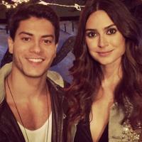"""Arthur Aguiar, de """"Êta Mundo Bom"""", grava clipe romântico com Thaila Ayala e comemora no Instagram!"""