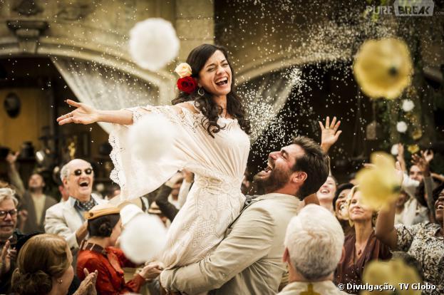 """Toni (Thiago Lacerda) e Gaia (Ana Cecilia Costa) em um momento de felicidade durante o casamento dos dois,destaque do capítulo de hoje, dia 18 de setembro, em """"Joia Rara""""."""