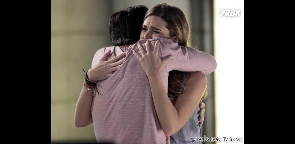 """Na novela """"Em Família"""", Lili (Juliana Paiva) e Marlon (Rodrigo Simas) pretendem fingir não saber segredos do vilão LC ( Antonio Calloni)"""