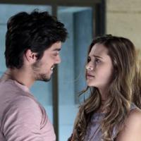 """Em """"Além do Horizonte"""": Marlon volta ao normal após beijo da amada Lili"""