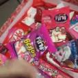 Larissa Manoela ganhou uma caixa cheia de doces de João Guilherme