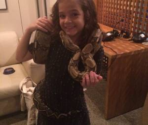 Mel Maia é corajosa! Gatinha posta foto com cobra no Instagram