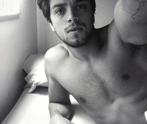 Rodrigo Simas aparece sexy no Instagram e fãs piram!