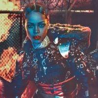 Rihanna aparece coberta de joias em ensaio futurístico para W Magazine! Confira