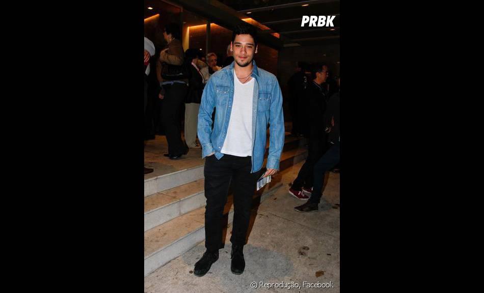 O ator Bruno Fagundes é bem estilo e mostra muito bom gosto na hora de se vestir