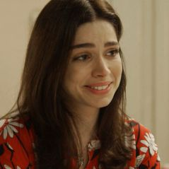 """Novela """"Haja Coração"""": Shirlei (Sabrina Petraglia) assume amor por Felipe e se emociona!"""