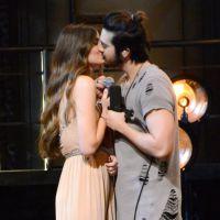 Luan Santana e Camila Queiroz trocam beijos em gravação do novo DVD do cantor