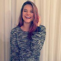Juliana Paiva muda de visual e fica com cabelo rosa para nova personagem no cinema! Confira