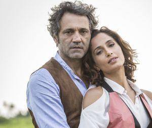 """Em """"Velho Chico"""", Tereza (Camila Pitanga) vai precisar abandonarSanto(Domingos Montagner) por medo dever seu pai na cadeia"""