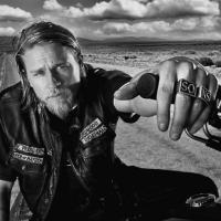 """Sons of Anarchy"" é a série bombante do ator que viverá Christian Grey!"
