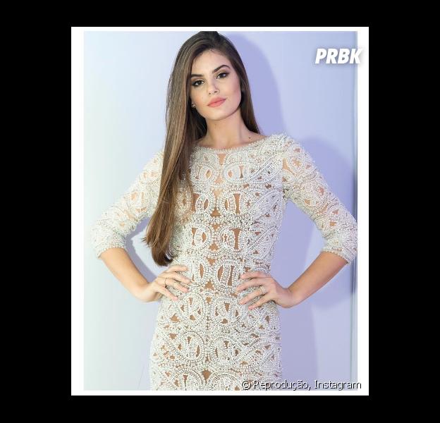 Camila Queiroz rebate críticas por término de namoro com Lucas Cattani