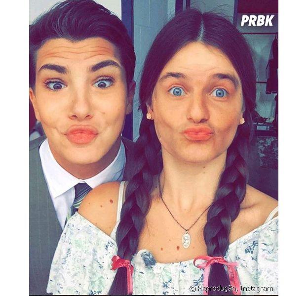 Camila Queiroz e Klebber Toledo estão felizes