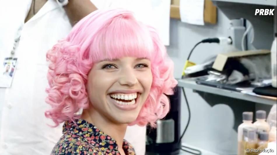 No final do dia, Bruna Linzmeyer estava linda com os cabelos super rosados!
