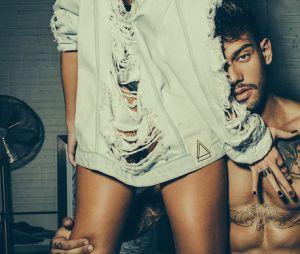 Lucas Lucco e a modeloKalinka de Melo fazem poses sexy paracampanha de moda